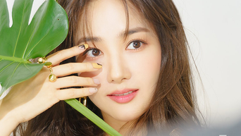 Park MinYoung For Magazine PhotoShoot Behind-the-Scene