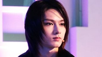 This Male Idol May Be The One Who Rocks Long Hair Best