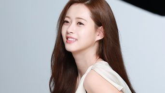 Go Ara, Commercial Shooting Behind-the-Scene