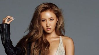 3 Things Hwasa Takes Around In Her Purse & Money Or Isn't On The List