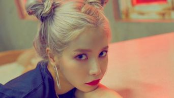 Fans Discover MAMAMOO Solar's See Through Dress Through Fake Plagiarism Issue