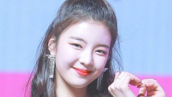 Did ITZY's Lia Just Get Her Front Teeth Knocked Out During 'WANNABE' Performance?