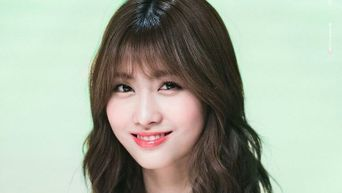 Both International & Domestic TWICE Fans Are Concerned About Momo Because Of This