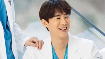 Yoo YeonSeok Drama Poster Shooting Of 'Hospital Playlist' Behind-the-Scene - Part 2
