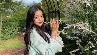 IZ*ONE's WonYoung Brightens Things Up With Lovely Pictures On Instagram