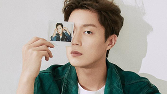 Yoon Doojoon For Esquire Korea Magazine September Issue