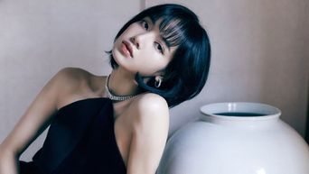 Hairstylist Reveals The Secret To How BLACKPINK's Lisa Fringe Stays In Place