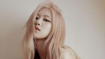 K-Pop Celebrities Who Are Left Handed