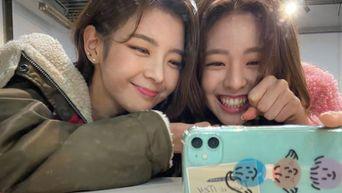 ITZY's Lia Shows Her Love Towards Maknae Member YuNa