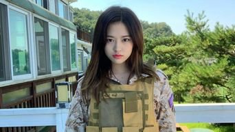 IZ*ONE's YuJin Reminds Many Of 'Descendants Of The Sun' With Military Outfit