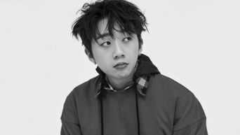 Why Woo WonJae Prefers Wire Headphones Over AirPods
