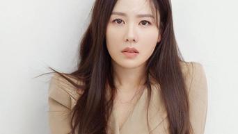 Son YeJin For ELLE Korea Magazine December Issue