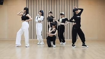 GFriend Impresses Fans With Their Eye Mask Dance Practice For 'MAGO'