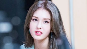 What Would Jeon SoMi Carry Inside Her Bag Daily?