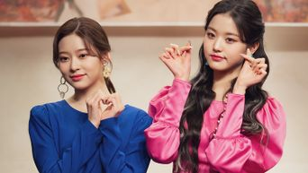 What Do Pretty Girls Like IZ*ONE's WonYoung & MinJu Carry In Their Bags?