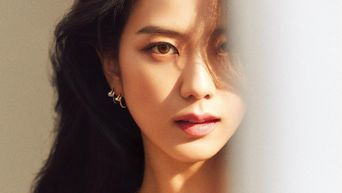 BLACKPINK's JiSoo Causes Jaw Drop With January Issue Photos Of 'ELLE'