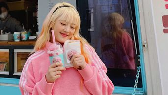 BLACKPINK's Lisa Shows Support For (G)I-DLE's Minnie By Sending Coffee Truck
