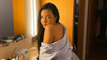 What Does Hwasa Carry Inside Her Bag?