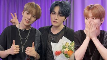 Kim JaeJoong Sweetly Gifts & Puts His Necklace On His Long-Time Fan MONSTA X's MinHyuk