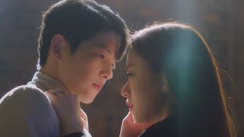 Weekly Romance Pick: Song JoongKi & Jeon YeoBeen Share A Magical Moment In 'Vincenzo'