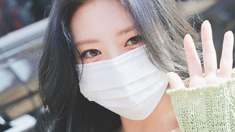 Netizens Comment On How Even The Mask Can't Hide ITZY's YuNa Stunning Visuals