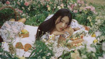 Red Velvet's Joy Special Album 'Hello' Teaser Image
