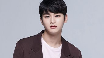 Choi JungWoo Profile: Rookie Actor From Various Plays & 'At A Distance, Spring Is Green'