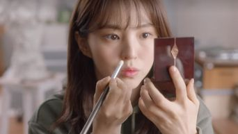 Find Out About Han SoHee Eyeshadow Palette In 'Nevertheless,'