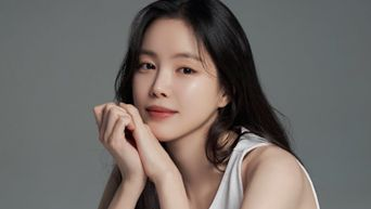Behind-the-Scenes of New Profile Photography Site of Son NaEun
