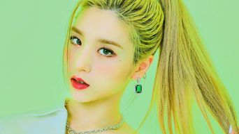 LOONA's HeeJin Is The Perfect Girlfriend And Here Are 5 Photos That Will Tell You Why
