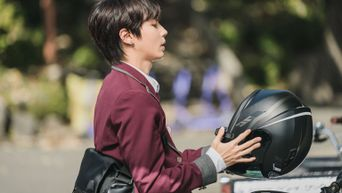 7 Korean Actors Riding Motorbikes That Will Make Your Hearts Flutter