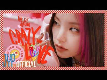 """ITZY """"CRAZY IN LOVE"""" Photobook Preview"""
