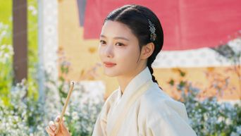 Netizens Can't Get Enough Of How Pretty Kim YooJung Looks In Traditional Clothes