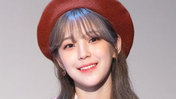 9 Female K-Pop Idols Who Look Gorgeous In Beret Hats Part 2
