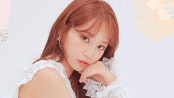 Netizens Think IZ*ONE ChaeWon Would Have Been Asked Out On Daily Basis In School