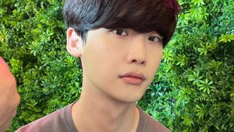 Lee JongSuk Looks 10 Years Younger In Latest Instagram Post, Stunning Fans With His Visuals