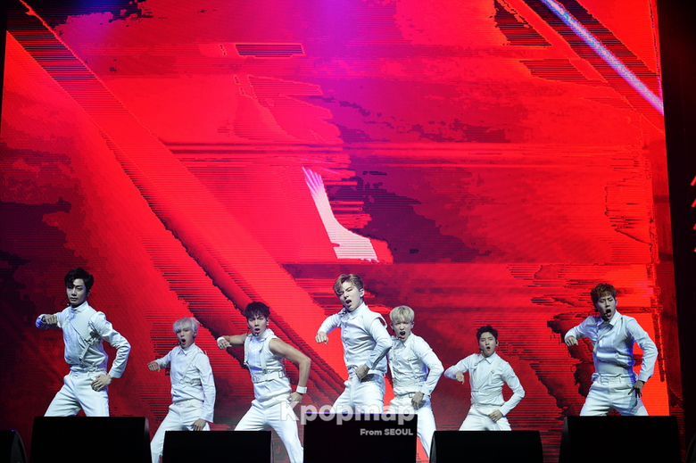 8 Things Only Found at MONSTA X Showcase
