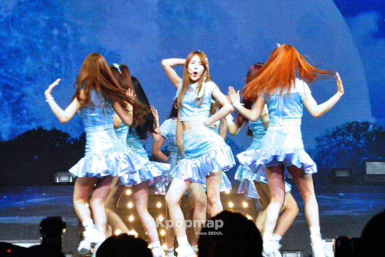 10 Things Only Found at Gugudan Showcase