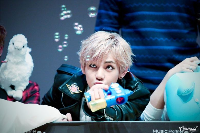 14 K-Pop Idol Children Who Love Playing with Bubbles