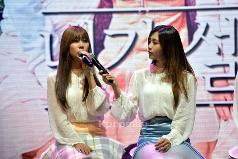 """10 Things Only Found at APink's """"Pink Revolution"""" Showcase"""