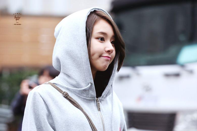21 K-Pop Idol Girls With Gorgeous Side Profiles