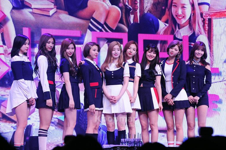 """Exclusive Moments from TWICE's """"SIGNAL"""" Comeback Stage"""