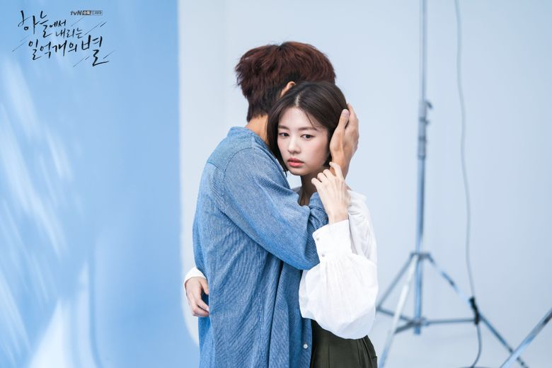 """Seo InGuk And Jung SoMin Show High Chemistry In Behind-The-Scenes Of """"The Smile Has Left Your Eyes"""" Poster Shooting"""