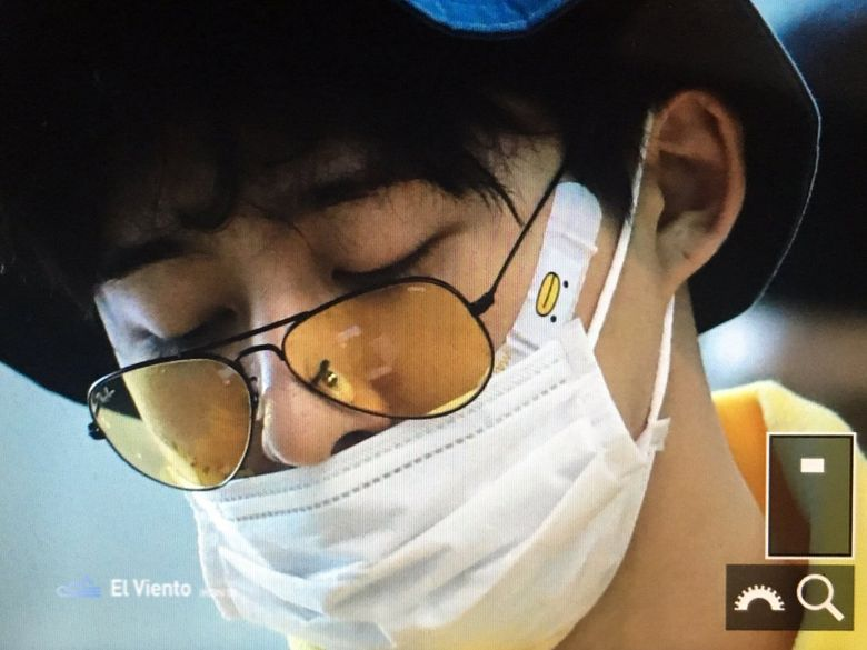 iKON's B.I Gains Attention For His Adorable Airport Fashion
