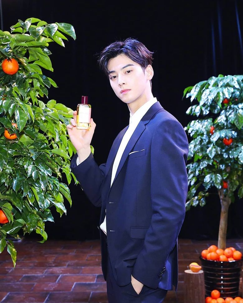 Cha EunWoo Gives A Special Present To His Agency Employees With His Own Money