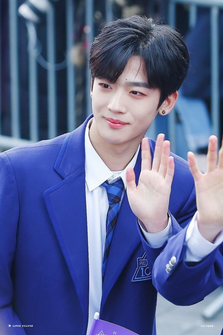 """""""Produce X 101"""" Kim YoHan Handsome Childhood Pictures Released"""