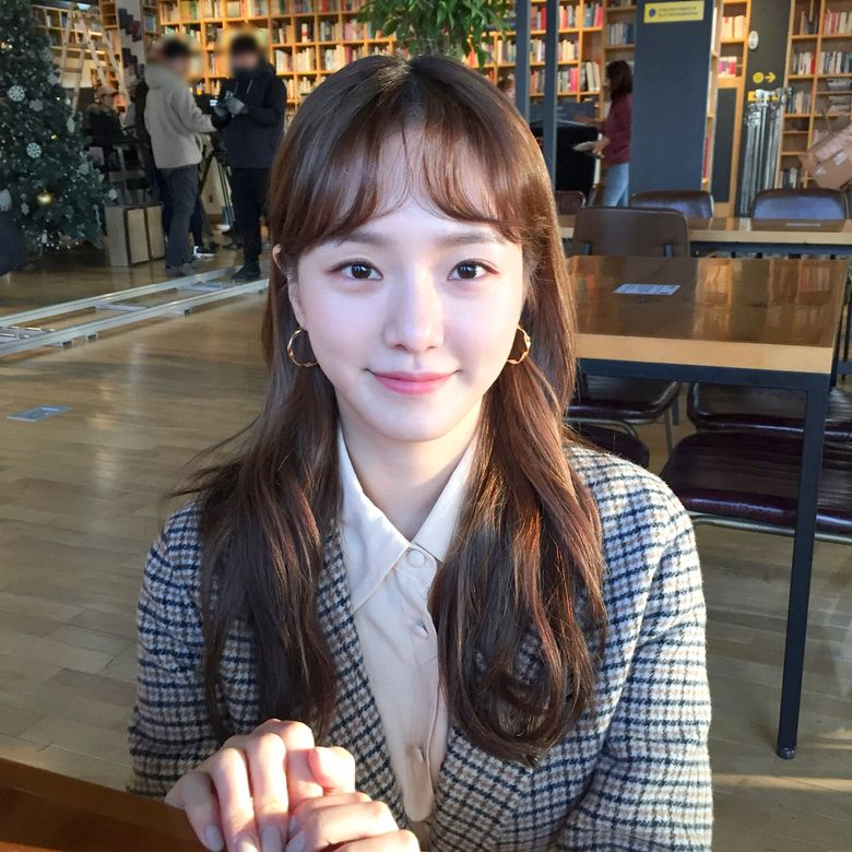 """JYP Actress Park GyuYoung As The Funny JiYool In """"Romance Is A Bonus Book"""" Is Catching Attention"""