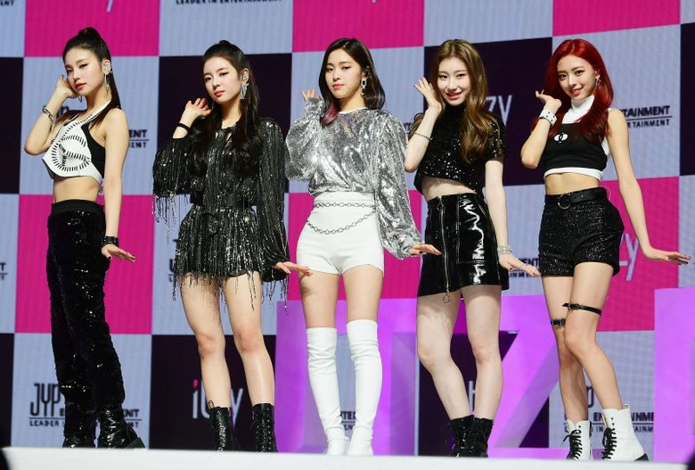 Netizens Want ITZY To Stop Copying BLACKPINK Fashion