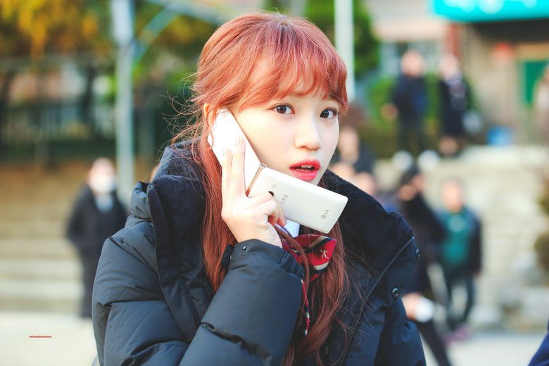 Netizens Compare Flip Phone And More With IZ*ONE's ChaeWon Face, Shocked By How Small It Is