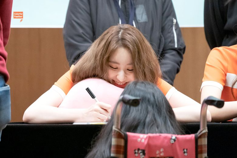 IZ*ONE's ChaeYeon Bursts Into Tears After Finding Out A Fan Traveled 6 Hours On Wheelchair
